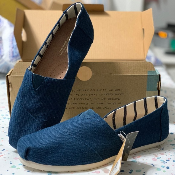 abaead92a74 TOMS classic majolica blue heritage canvas